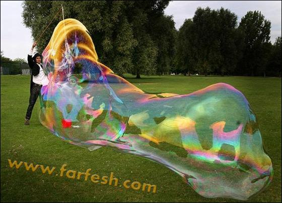 صور .اكبر فقاعات صابون بالعالم Biggest_soap_bubble_01
