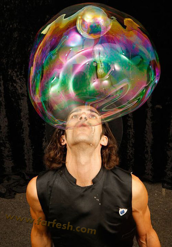صور .اكبر فقاعات صابون بالعالم Biggest_soap_bubble_04
