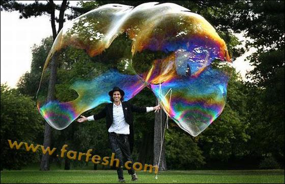 صور .اكبر فقاعات صابون بالعالم Biggest_soap_bubble_10