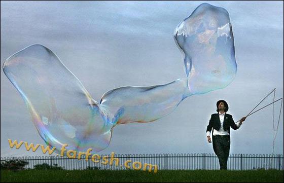 صور .اكبر فقاعات صابون بالعالم Biggest_soap_bubble_13