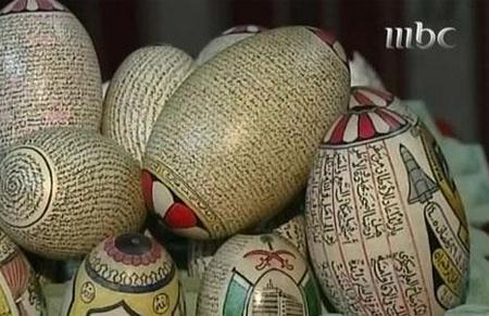 مسن سعودي كتب القرآن كاملا على قشور البيض Egg0
