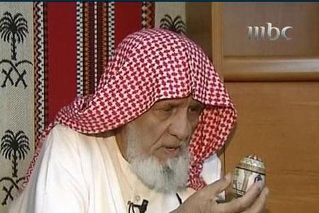 مسن سعودي كتب القرآن كاملا على قشور البيض Egg3