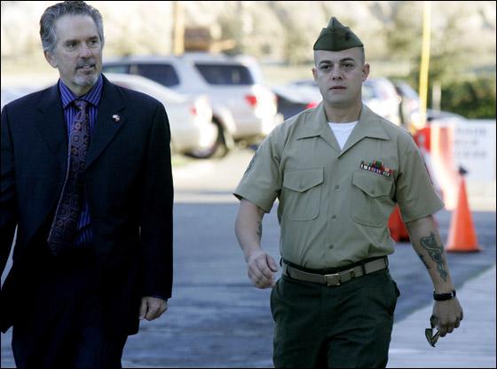 محاكمة جندي امريكي تسبب بقتل 24 شخصا في مذبحة العراق! Frank_1