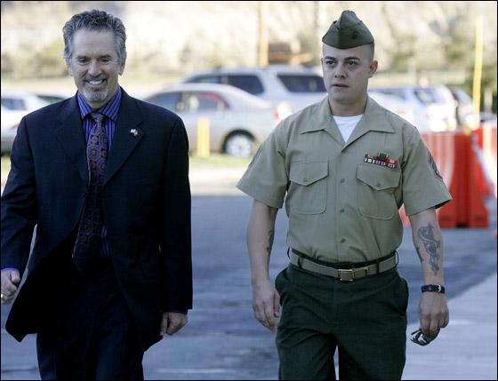 محاكمة جندي امريكي تسبب بقتل 24 شخصا في مذبحة العراق! Frank_2