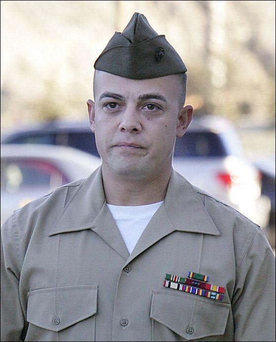 محاكمة جندي امريكي تسبب بقتل 24 شخصا في مذبحة العراق! Frank_5