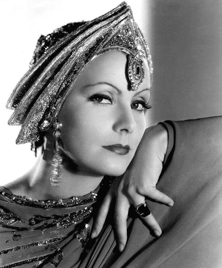 Greta Garbo 2-mata-hari-greta-garbo-portrait-everett