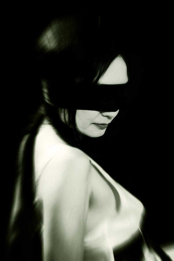[Jeu] Association d'images - Page 6 Blindfold-joana-kruse