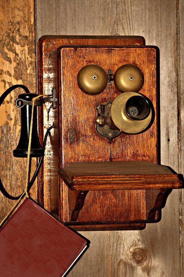 Stari telefoni - Page 2 Telephone-old-fashioned-carolyn-marshall