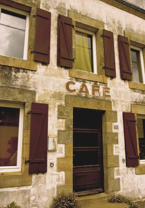 Le Vieux Caffè Le-vieux-cafe--the-old-cafe-bar-mark-hendrickson