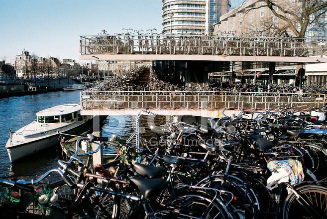 5778 ! C'est long ! 32190146-amsterdam-bicycle-parking