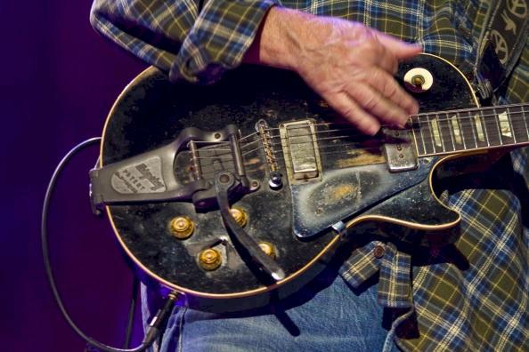Guitarristas y su Guitarras (El Topic) Neil-Young
