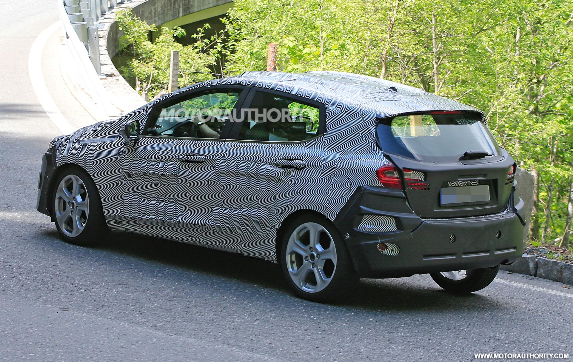 2017 - [Ford] Fiesta MkVII  - Page 3 2018-ford-fiesta-spy-shots--image-via-s-baldauf-sb-median_100555631_h