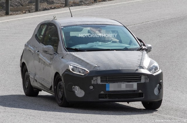 2017 - [Ford] Fiesta MkVII  - Page 6 2018-ford-fiesta-3-door-spy-shots--image-via-s-baldauf-sb-medien_100564906_m