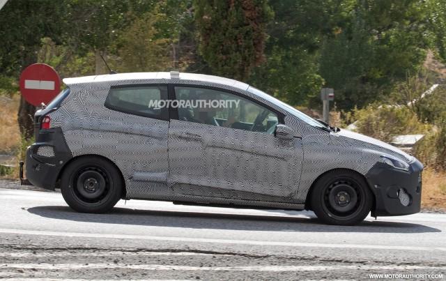 2017 - [Ford] Fiesta MkVII  - Page 6 2018-ford-fiesta-3-door-spy-shots--image-via-s-baldauf-sb-medien_100564910_m