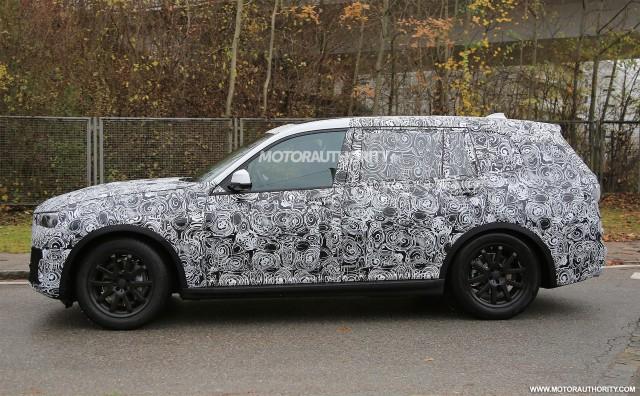 2017 - [BMW] X7 [G07] - Page 6 2019-bmw-x7-spy-shots--image-via-s-baldauf-sb-medien_100581823_m
