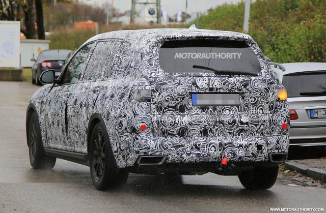 2017 - [BMW] X7 [G07] - Page 6 2019-bmw-x7-spy-shots--image-via-s-baldauf-sb-medien_100581827_m