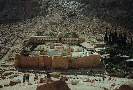 سيناء .. أرض الفيروز .. تاريخ حافل بالأمجاد والبطولات Summer_800px-Katharinenkloster