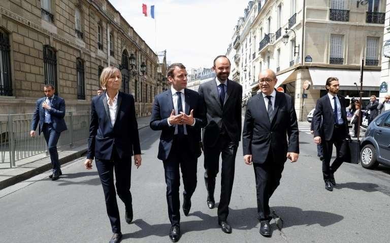 Qui est Emmanuel Macron ? - Page 2 Le-president-emmanuel-macron-2e-g-la-ministre-des-affaires-europeennes-marielle-de-sarnez-le-premier-ministre-edouard-philippe-2e-d-et-le-ministre-des-affaires-etrangeres-jean-yves-le-drian-le-23-mai-2017-a-paris