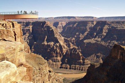 Flotter au-dessus du Grand Canyon 512262-construit-grand-frais-skywalk-suspendu