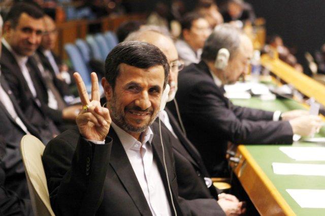 Ahmadinejad prédit l'arrivée imminente d'un «Sauveur suprême» ! ... 593788-president-iranien-fait-v-victoire