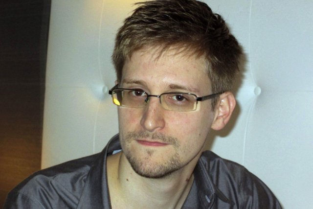Edward Snowden, l'homme qui fait trembler le gouvernement américain 701009-edward-snowden-source-guardian
