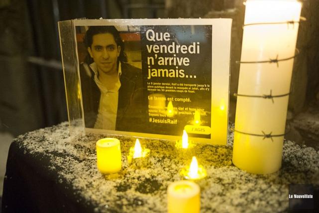 Raef Badawi a reçu ce matin, 10 janvier 2015, ses cinquante coups de fouet en Arabie Saoudite 965812-raif-badawi-ete-condamne-dix