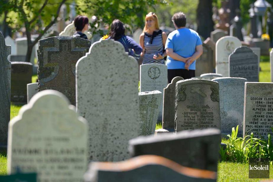 Profanation au salon funéraire et dans les cimetières au Québec 1018396-representants-cimetiere-saint-charles-passe