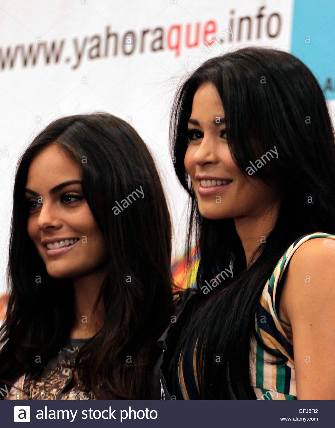 ximena navarrette, miss universe 2010. - Página 47 Miss-universe-2010-ximena-navarrete-of-mexico-poses-with-miss-guatemala-gfj8r2_tfe3