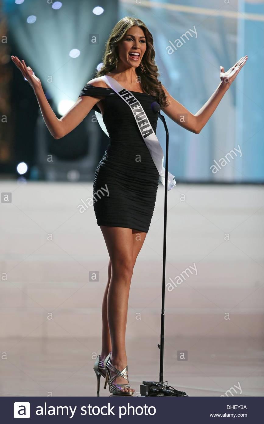 gabriela isler, miss universe 2013. - Página 22 Epa03936733-miss-venezuela-2013-gabriela-isler-performs-at-the-miss-DHEY3A_ljk0