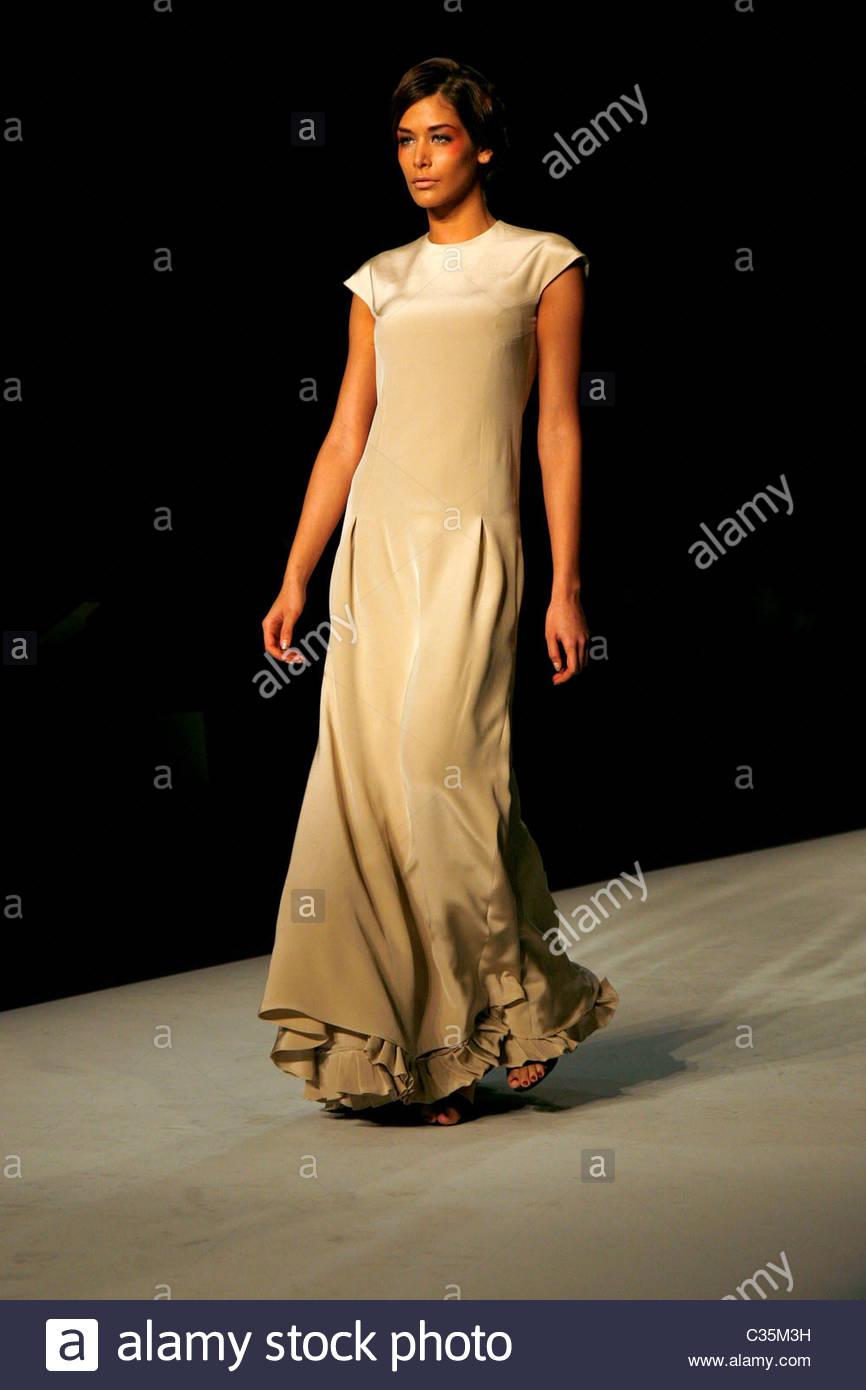 dayana mendoza, miss universe 2008. - Página 35 Miss-universe-dayana-mendoza-mercedes-benz-img-new-york-fashion-week-C35M3H_pjl0