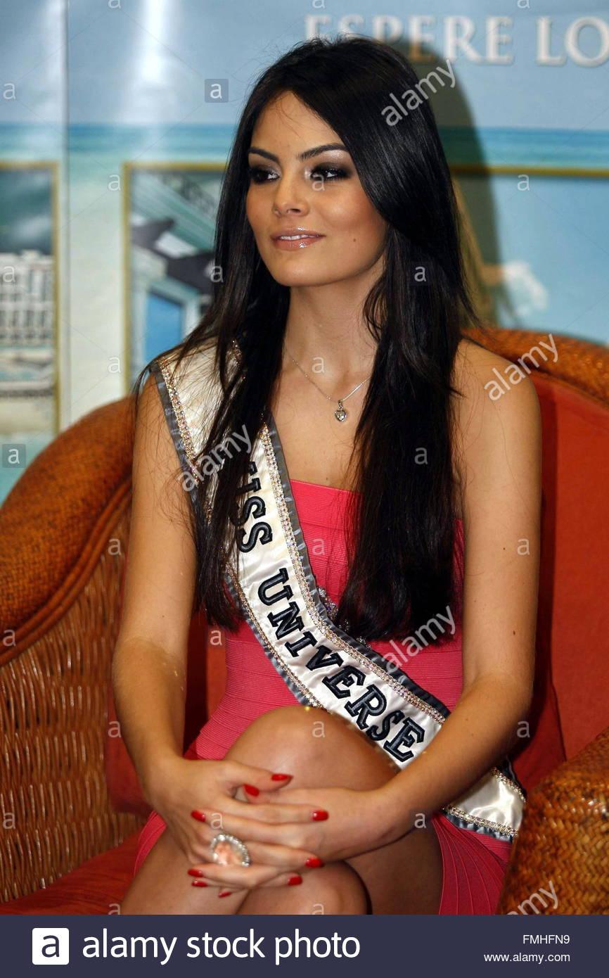 ximena navarrette, miss universe 2010. - Página 47 Miss-universe-2010-mexican-ximena-navarrete-pictured-at-a-press-conference-fmhfn9_vee3