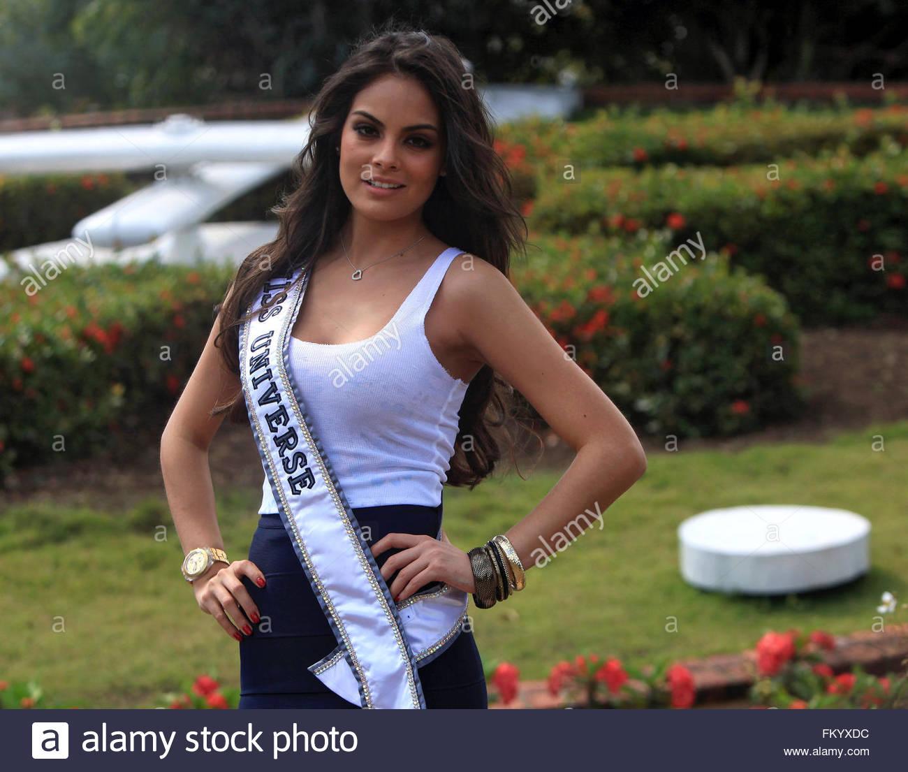 ximena navarrette, miss universe 2010. - Página 47 Epa02624208-mexican-jimena-navarrete-current-miss-universe-poses-during-fkyxdc_qkk3