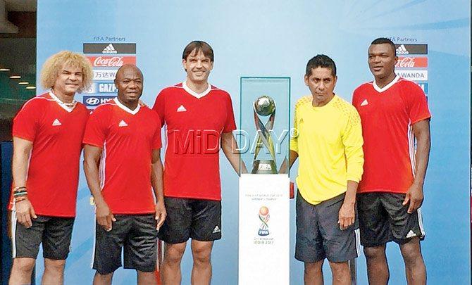 ¿Cuánto mide Carlos Valderrama? (El Pibe) - Altura - Real height India-shine-b
