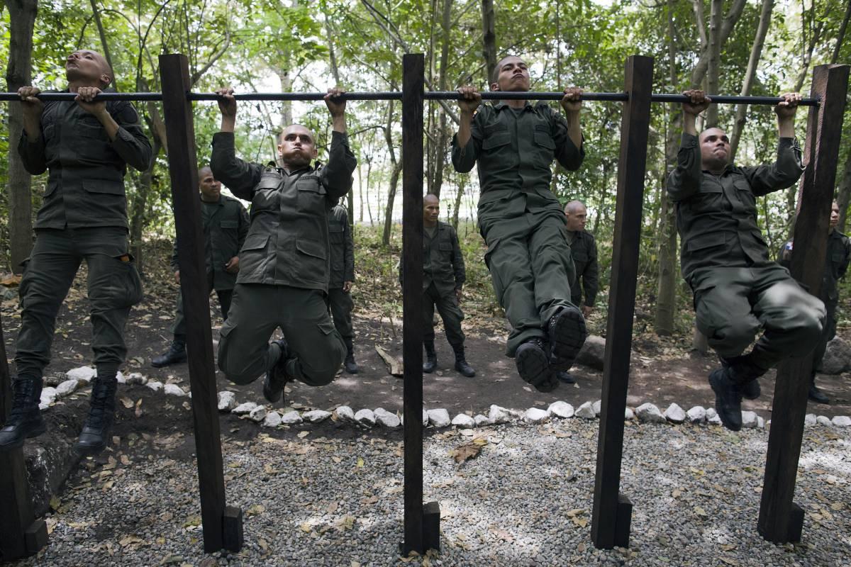 Colombia - Página 20 8_police-academy-509a4d37c8fc0