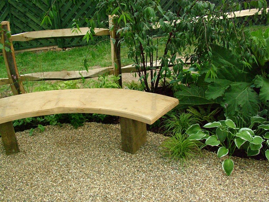 Vrtovi - Page 4 Curved-wooden-garden-bench