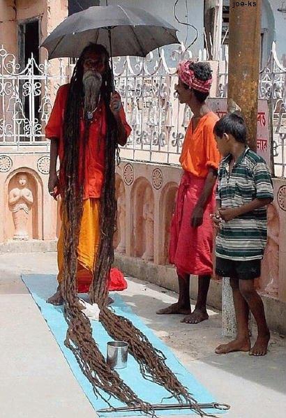 هندي يحطم الرقم القياس لاطول شعر في العالم من جديد 09072006-155648-1