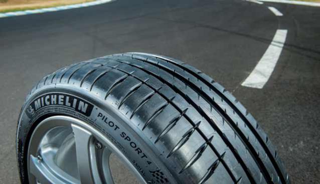 [3200 / 4200 / GranSport] Les meilleurs pneus ? Michelin-ps4-sportif_fr_BE_a