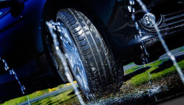 Nokian renforce son offre été et lance 3 nouveaux pneus Nokian_Line_chaussee_mouillee_vl
