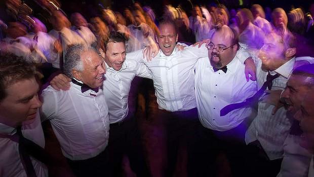 Congratz: Stranger who said 'I do' to stem cell donation honoured at wedding Mb_wide_wedding-20140426192629349490-620x349