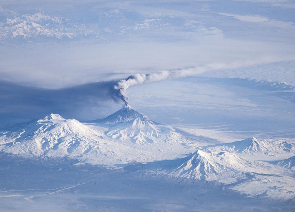 Superbe photo prise de la Station spatiale du volcan Kliuchevskoi, péninsule du Kamtchatka - Russie OoISS038-E-005515_lrg
