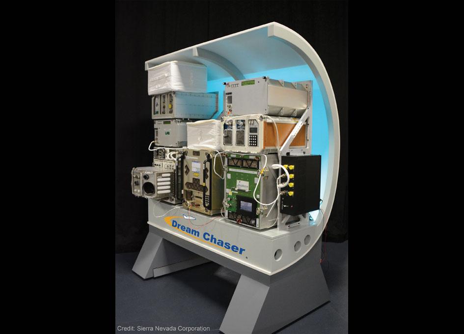 Dream Chaser (SNC) - Suivi du développement - Page 19 SNCs-Dream-Chaser-Science-Mission-Mock-Up_102314_945