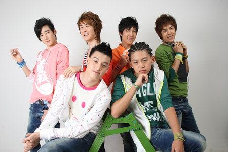 تقرير شامل عن الفرقه U-Kiss 20080908.02500122000003.02L