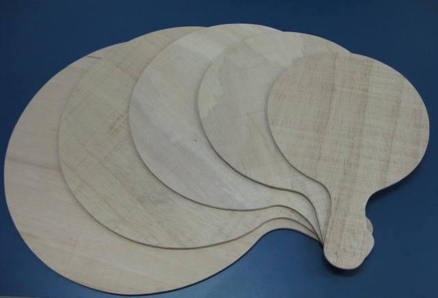 Conduza as pizzas ao forno com praticidade e segurança com as pás de madeira projetadas pelo Mestre Hassin. 134_1_20140915215144