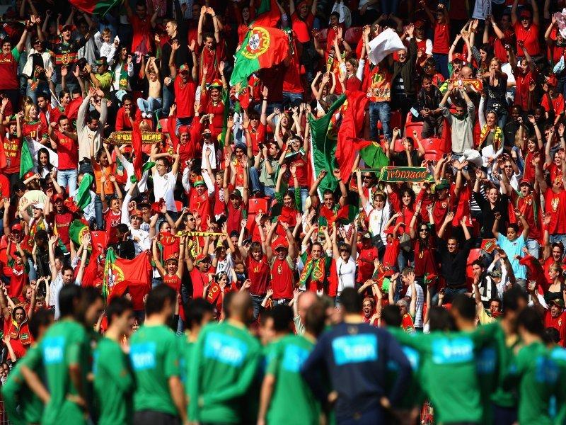 Silêncio, o fado é de todos! (vídeos) Portugal-fans_962382