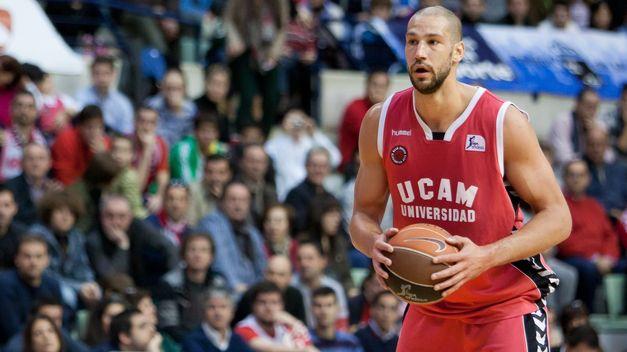 Hummel nueva marca deportiva para el Baskonia.¿Acuerdo firmado con Kelme? James-Augustine-UCAM-Murcia-MVP_TINIMA20120226_0540_5