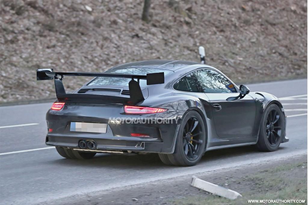 2011 - [Porsche] 911 [991] - Page 4 2015-porsche-911-gt3-rs-spy-shots_100457622_l