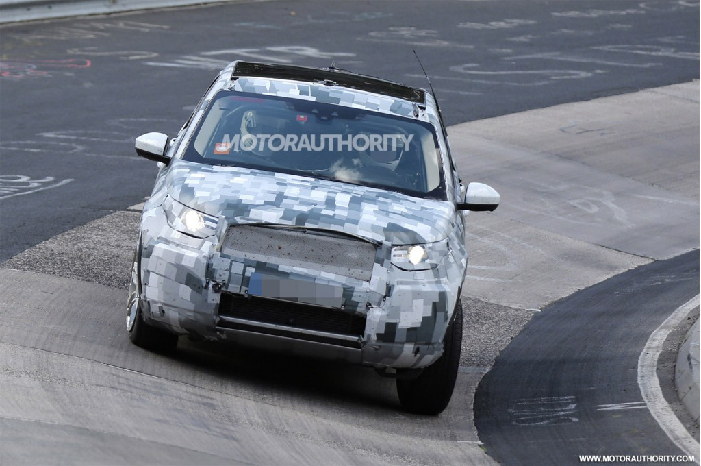 2014 - [Land Rover] Discovery Sport [L550] - Page 5 2016-land-rover-discovery-sport-lr2-replacement-spy-shots_100472879_l