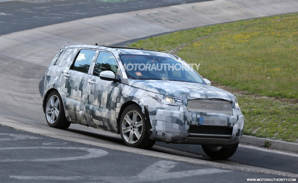 2014 - [Land Rover] Discovery Sport [L550] - Page 5 2016-land-rover-discovery-sport-lr2-replacement-spy-shots_100472880_l