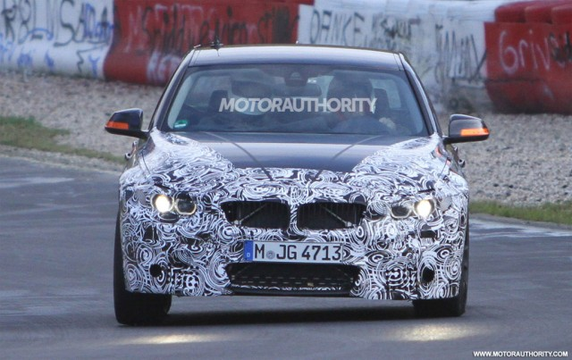 2014 - [BMW] M3 & M4 [F80/F82/F83] - Page 4 2014-bmw-m3-sedan-spy-shots_100367552_m