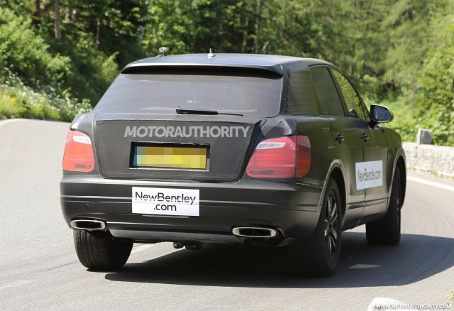 2015 - [Bentley] Bentayga - Page 2 2016-bentley-suv-spy-shots_100469179_m